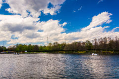 湖在盖瑟斯堡的华盛顿人中心,马里兰 图库摄影