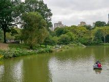 湖在秋天中央公园 库存照片