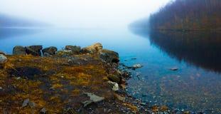 湖在秋天 库存照片