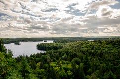 湖在阿尔根金族公园,安大略,加拿大 库存图片