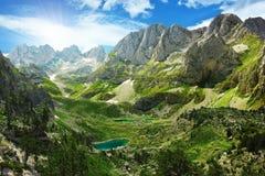 湖在阿尔巴尼亚阿尔卑斯 免版税库存图片