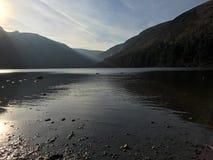 湖在Glendalough 库存照片