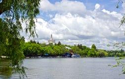 湖在Herastrau公园,布加勒斯特 免版税图库摄影