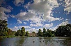 湖在Kew皇家植物园里 免版税库存图片