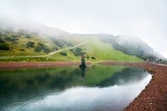 湖在Steinplatte山的三叠纪的冒险主题乐园在Waidring 图库摄影