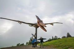 湖在Steinplatte山的三叠纪的冒险主题乐园在Waidring 库存照片