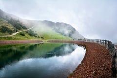 湖在Steinplatte山的三叠纪的冒险主题乐园在Waidring 免版税库存图片