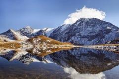 湖在Tarentaise 库存照片