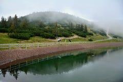 湖在Waidring,提洛尔,奥地利 免版税库存图片
