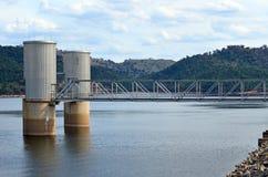 湖在Wyangala水坝的Wyangala水库 库存图片
