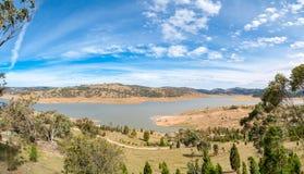 湖壮观的全景风景  免版税图库摄影