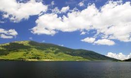 湖天空 免版税图库摄影