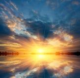 湖好的日落 库存照片