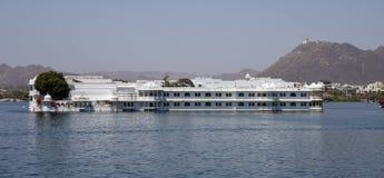 湖宫殿在乌代浦豪华旅馆里 图库摄影