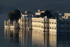 湖宫殿, Udaipur 免版税库存照片
