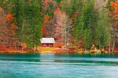 湖富西内Lago二富西内山湖在北部意大利 免版税库存照片