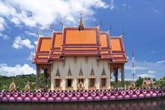 湖寺庙大菩萨寺庙chaweng ko samui 免版税库存图片