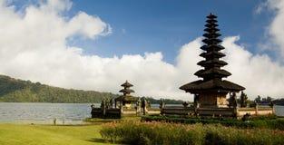 湖寺庙 库存图片