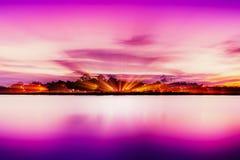 湖小时岸在桃红色的 向量例证