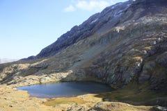 湖小的比利牛斯urdiceto 免版税库存图片
