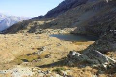 湖小的比利牛斯urdiceto 库存图片