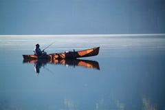 湖小船渔 库存图片
