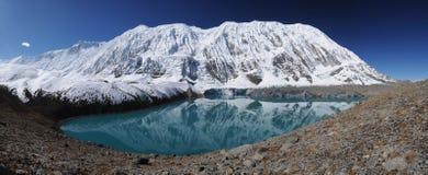 湖尼泊尔tilicho 免版税图库摄影