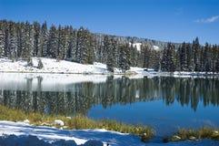 湖山反映 库存图片