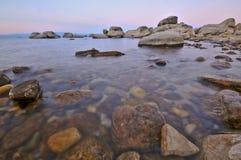 湖岩石 免版税库存图片
