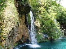 湖岸五颜六色和充满活力的风景  平静的风景有用作为背景 降低湖峡谷 全国Plitvice的湖 库存图片