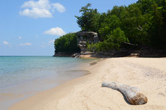 湖岸教堂国家被生动描述的岩石岩石 库存照片