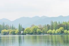 湖岸风景 免版税库存照片