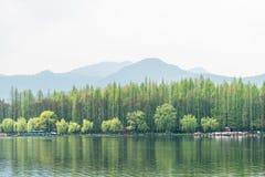 湖岸风景 免版税库存图片