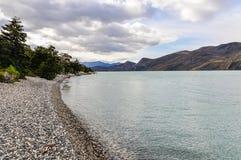 湖岸,托里斯del潘恩国家公园,智利 图库摄影