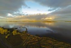 从湖拍的空中照片Lauwersoog,荷兰 库存图片
