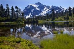 湖挂接反映shuksan状态华盛顿 免版税库存图片