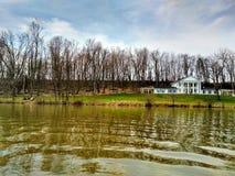 湖摇石 库存照片