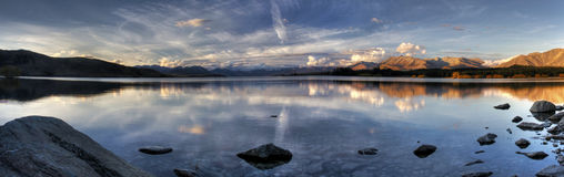 湖新的全景日落西兰 库存照片