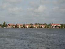 湖旁边手段 库存照片