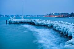 湖日内瓦冻结的冰冷的跳船 免版税库存图片