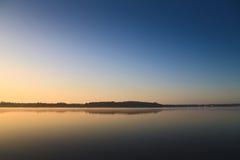 湖早晨 免版税库存照片