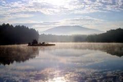 湖早晨 免版税图库摄影