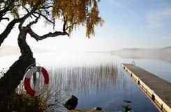 湖早晨10月s瑞典 图库摄影