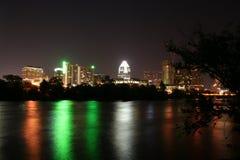 湖晚上城镇 库存照片
