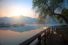 湖月亮南投星期日日出台湾 免版税图库摄影