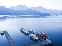 湖月亮星期日台湾 免版税图库摄影