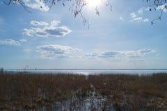 湖有天空背景 库存照片
