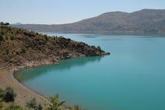 湖有篷货车 库存图片