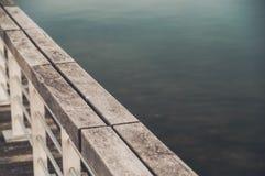 湖栏杆 库存照片