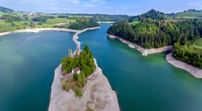 湖格律耶尔在弗里堡州,瑞士 免版税图库摄影